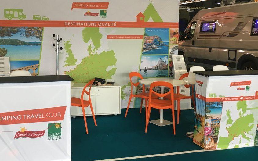 Stand display avec mur image pliable, banque accueil 100% tissu pour le salon des véhicules de loisirs au Bourget.