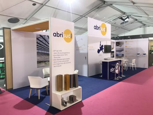 Conception de stand modulables 100% tissu - banque d'accueil - mobilier - arche rétro éclairée - stand d'exposition pour foires et salons