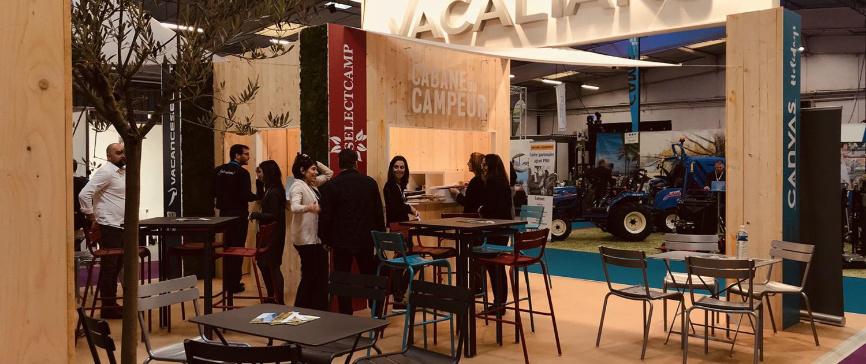 Conception fabrication et installation de stand d'exposition sur mesure. Menuiserie, audiovisuel et décoration florale - Stand déco