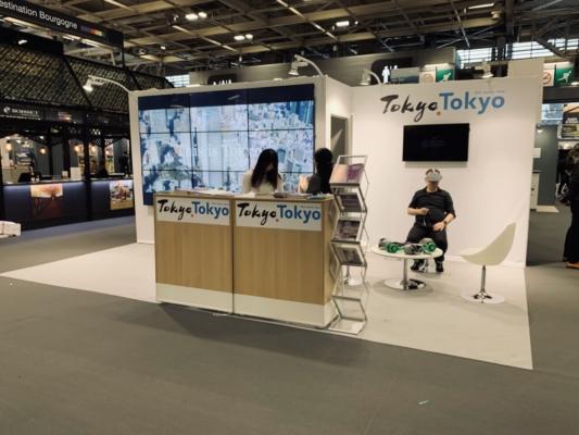Conception et fabrication stand Tokyo sur salon SMT 2019 - Mise en place d'écrans bords fins - location mobilier - réalité virtuelle
